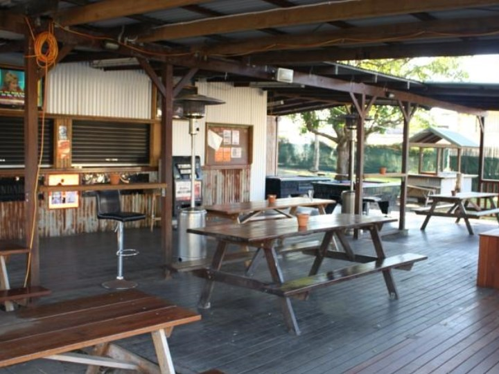 Nomads Airlie Beach - Outside Area