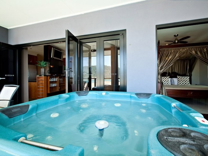 Waterfront Whitsunday Retreat - Spa