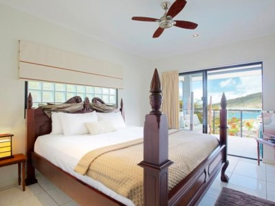 Waterfront Whitsunday - Retreat Penthouse Bedroom