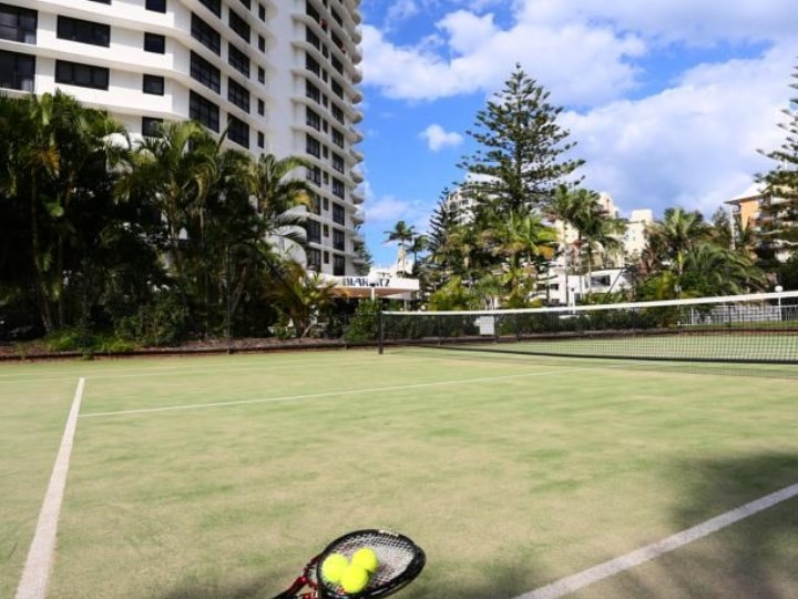 Biarritz Apartments - Tennis Court