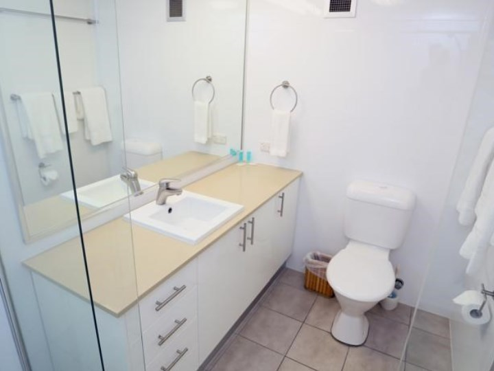 Biarritz Apartments - Bathroom