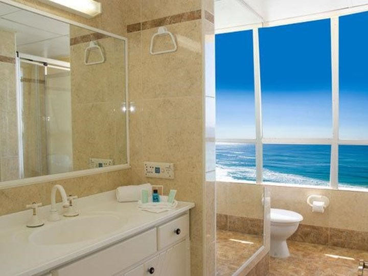 Chateau Beachside - Bathroom