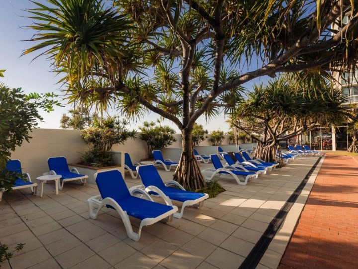 Chateau Beachside - Sun Lounges