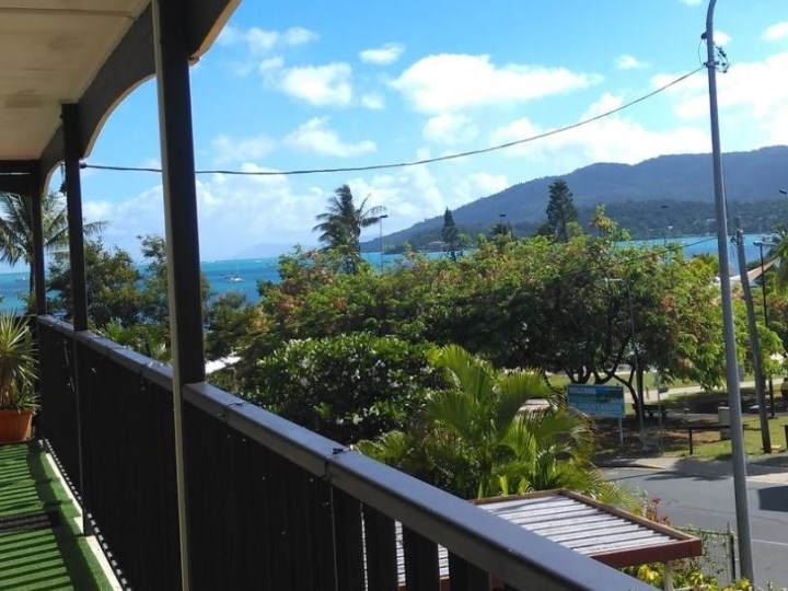Colonial Court Holiday Apartments, Airlie Beach