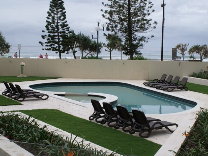 Zenith Oceanfront Apartments - Swimming Pool