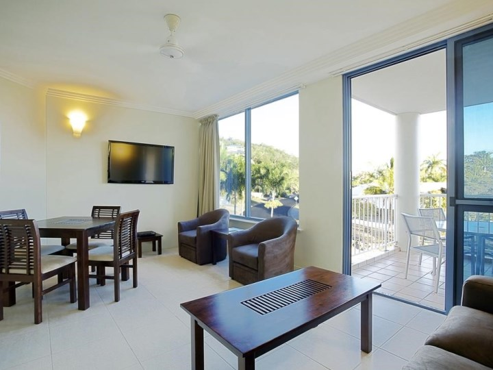 Whitsunday Vista Resort - Living Area