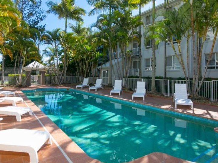 Bay Lodge Apartments Outdoor Swimming Pool