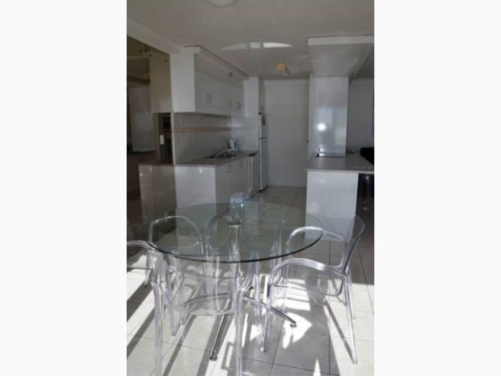 Zenith Oceanfront Apartments - Kitchen and Dining Area