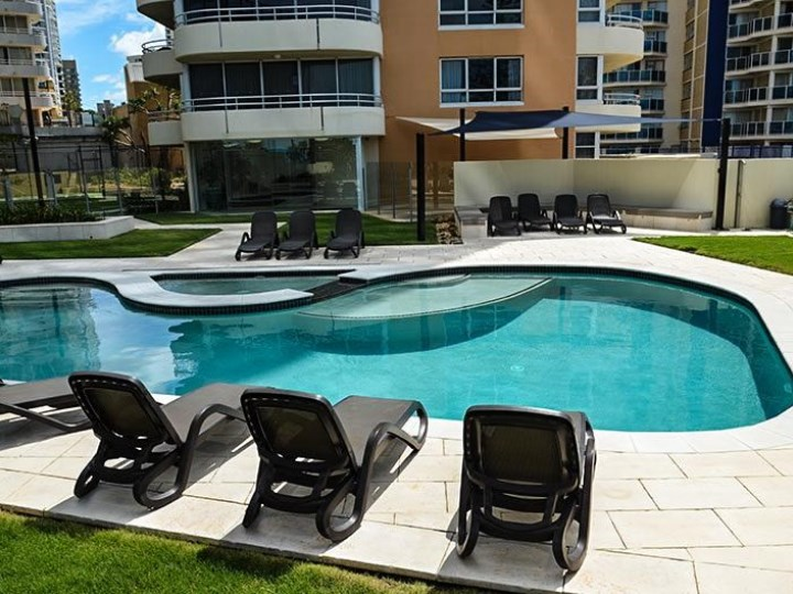 Zenith Oceanfront Apartments - Pool