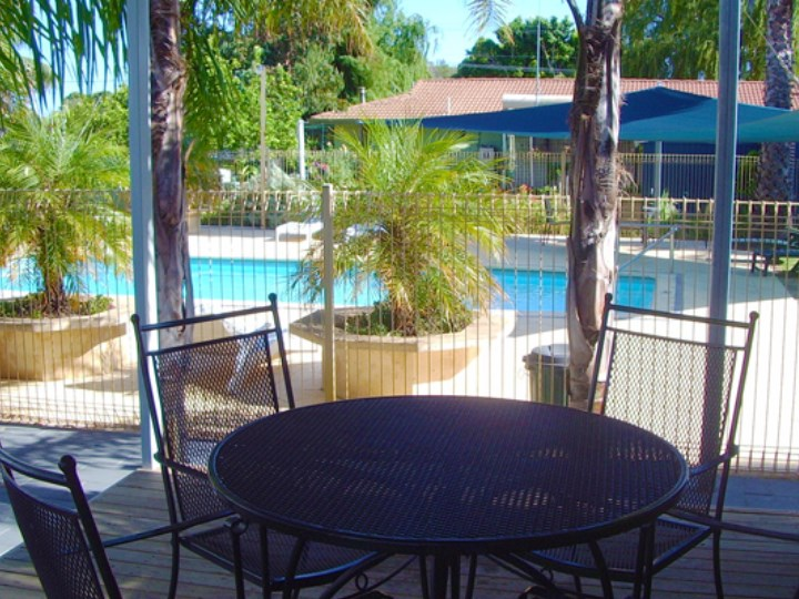 Busselton Holiday Village - Poolside