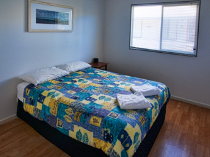 Busselton Holiday Village - Chalet Queen Room