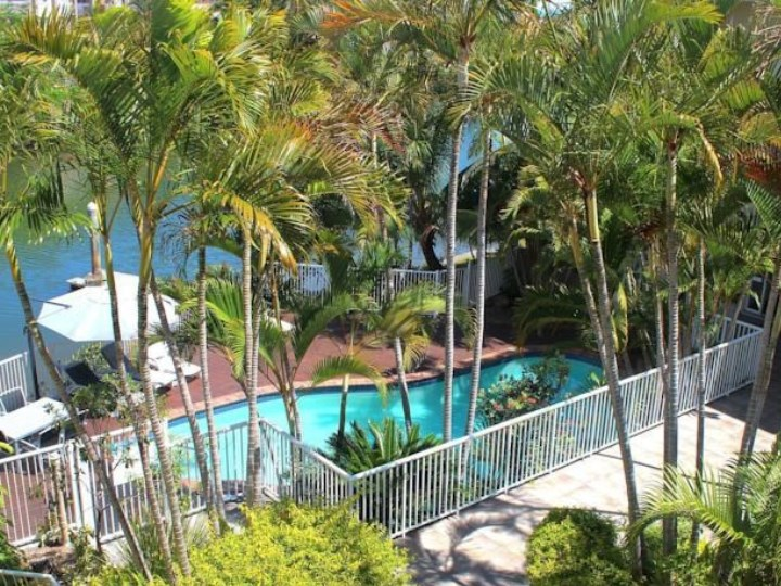 Surfers Del Rey Holiday Apartments - Above Pool Shot