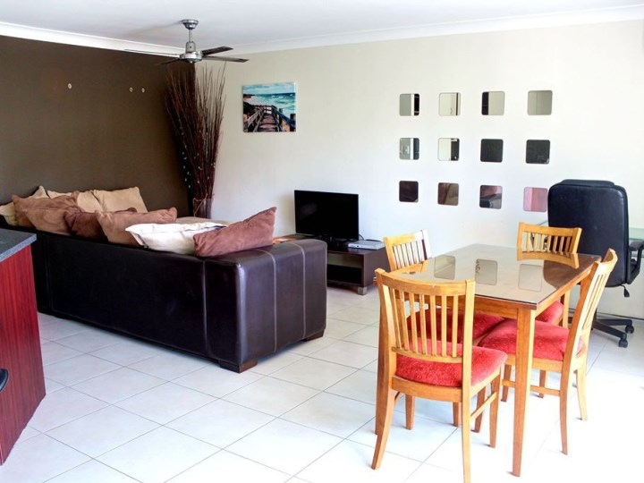 Surfers Del Rey Holiday Apartments - Living Area