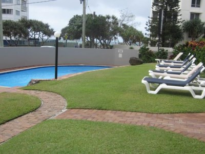 Surfers Chalet Apartments - Pool Area