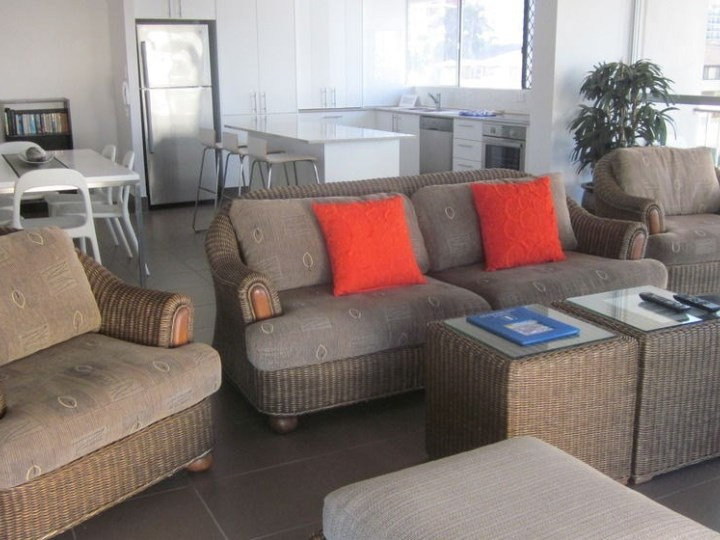 Surfers Chalet Apartments - Lounge Area