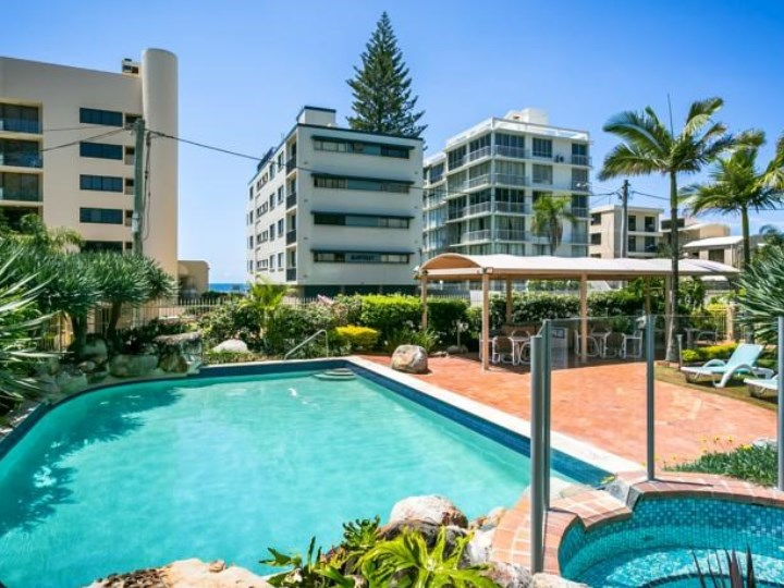 Surfers Beachside Holiday Apartments - Pool