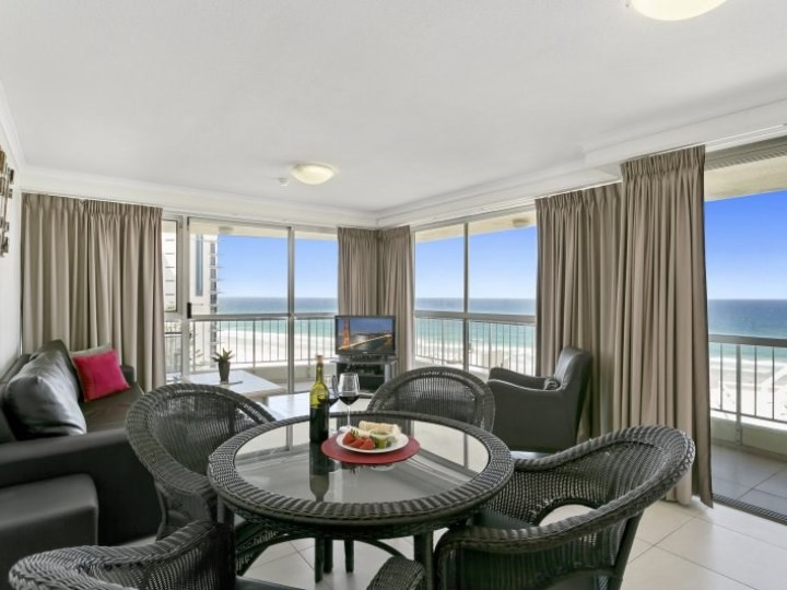 Surfers Beachside Holiday Apartments - Dining Table