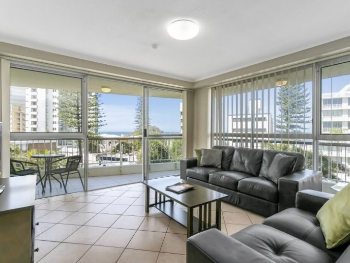 Surfers Beachside Holiday Apartments - Living Room