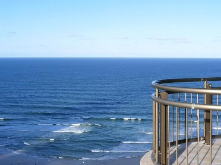 Beachcomber Surfers Resort - Ocean Views