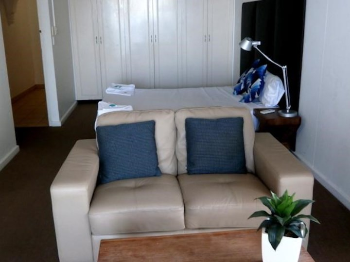 Beachcomber Surfers Resort - Studio Apartment