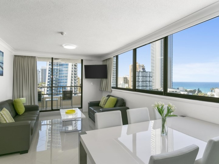 Schoolies Gold Coast BreakFree Cosmopolitan Accommodation