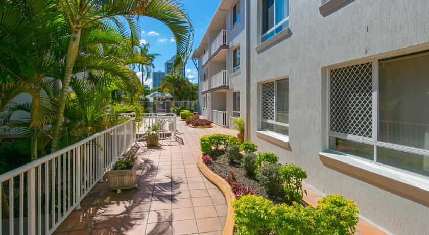Schoolies Gold Coast Bay Lodge Apartments Accommodation