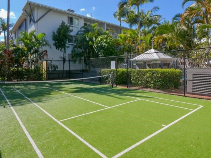 Bay Lodge Apartments - Tennis Court