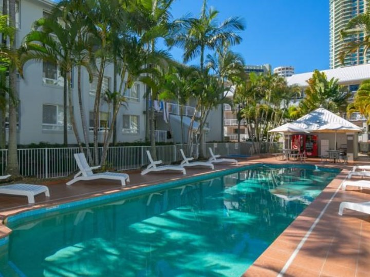Bay Lodge Apartments - Outdoor Swimming Pool