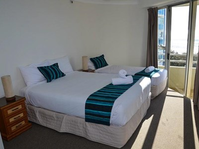 Zenith Oceanfront Apartments - Bedroom